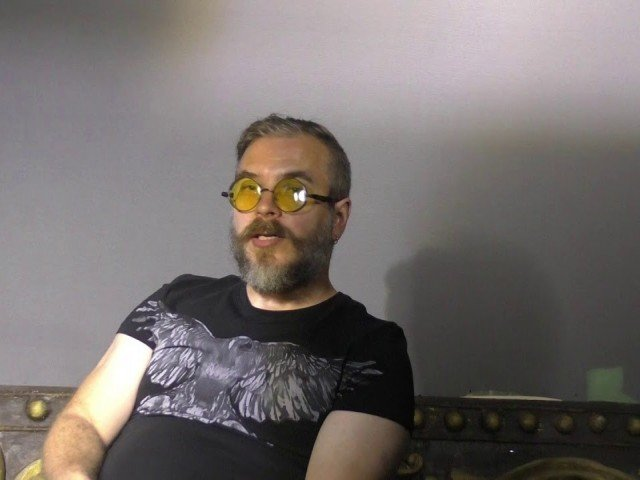 Артист-ляльковод вищої категорії Лель Хмеленко